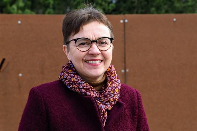 Annica Törmä från Sundom är en av två tolkar som får Hugo Bergroth-priset.