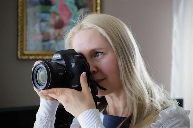 För fem år sedan fick Valeria Ermeeva en gåva, en kamera. Där rivstartade hennes intresse för foto och film.