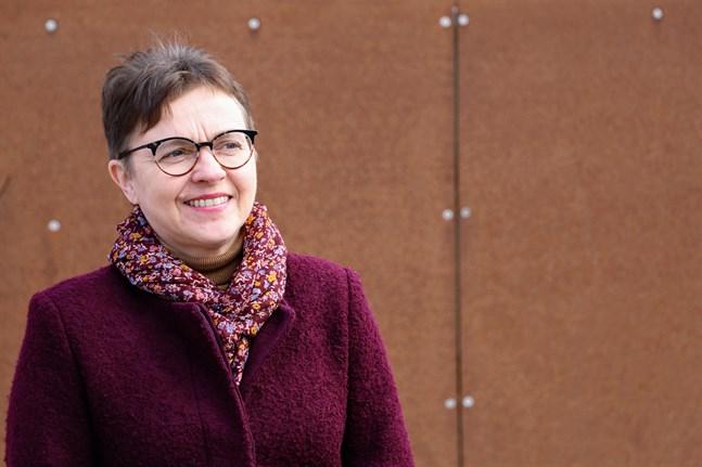 Numera vet Annica Törmä att hon ska vara beredd att tolka i ännu en direktsändning varje torsdag klockan 10. För ett år sedan var läget mer kaotiskt.