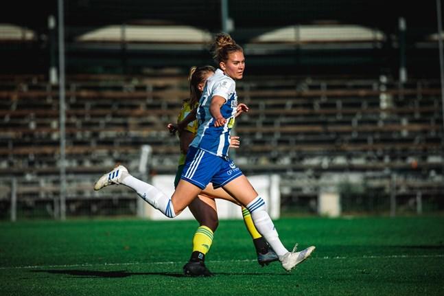 Wilma Sjöholm i aktion för HJK 2020.