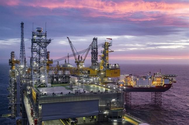 Pengarna från den norska oljan ska nu placeras i förnybara energiprojekt. Arkivbild.