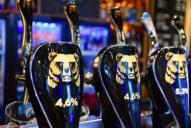 Alkoholkonsumtionen minskade med 5,2 procent i fjol, uppger Institutet för hälsa och välfärd.