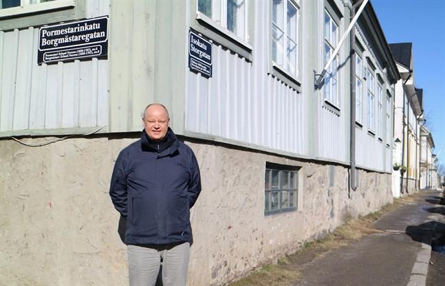 Neristan är Karlebys pärla och drömmen för en fastighetsförmedlare som Antti Porko är att få sälja ett hus här. Men det är inte så ofta han har den förmånen.
