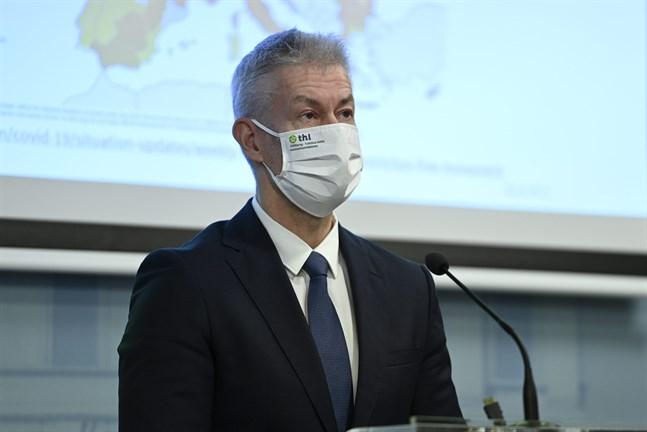 Taneli Puumalainen, överläkare vid Institutet för hälsa och välfärd, vid torsdagens presskonferens.