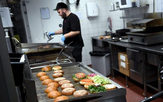 Från och med fredag får restaurangerna i Kittilä och Norra Österbotten åter välkomna kunder.