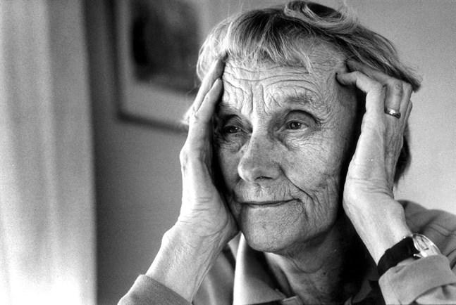 Astrid Lindgrens stenograferade originalmanus skärskådas nu av 150 stenografer.