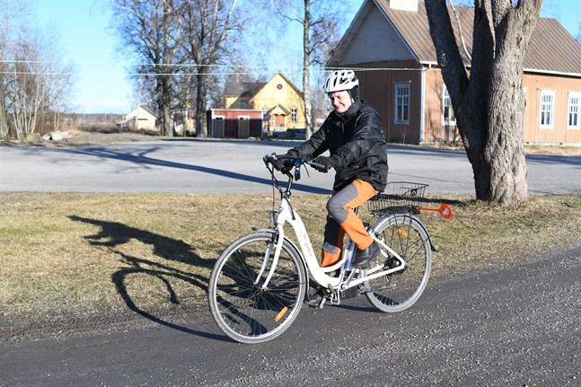 Birgitta Skräddar cyklar till och från jobbet alltid då vädret tillåter. Det blir 20 kilometer om dagen. Min dagliga motion, säger hon