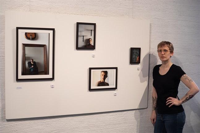 """Heidi Wikström arbetade i sitt examensarbete """"Vague"""" med sig själv och sitt uttryck med hjälp av fotografiska självporträtt."""