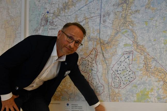 Vd Erik Trast på CPC Finland har jobbat sedan 2011 för vindkraft i Kristinestad – nu händer det. Först byggs Lakiakangas 3 till höger på kartan, sedan verkställs projektet Lappfjärd.