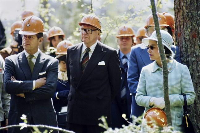 Prins Philip och drottning Elizabeth på statsbesök i Finland i maj 1976. Här tillsammans med president Urho Kekkonen.