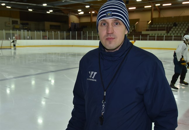 Jan Sandberg, ansvarig tränare för Jeppis Hockeys lag i U17, tycker att laget haft en bra säsong fastän det blev betydligt färre matcher än planerat.