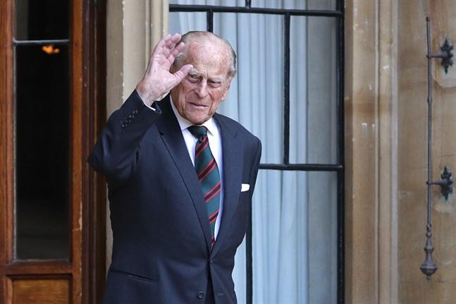 Storbritanniens prins Philip hyllas med 41 salutskott runt om i det brittiska samväldet under lördagen. Drottningens make avled under fredagen. Arkivbild.