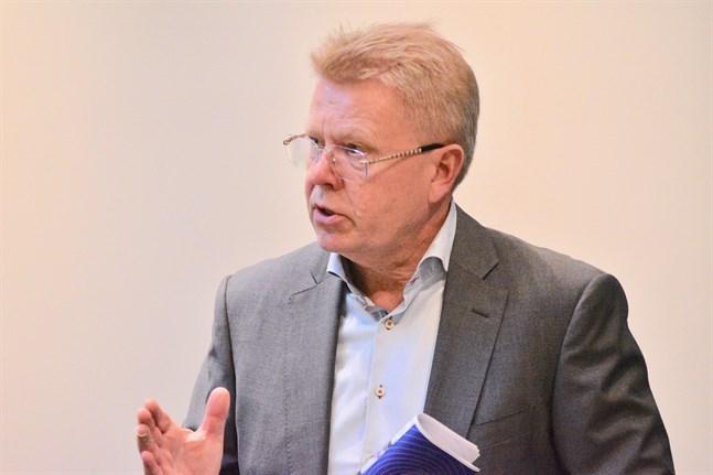 Finlands näringslivs vd Jyri Häkämies hoppas att samhället ska öppnas upp lite snabbare än vad som står i regeringens utkast till exit-strategi. Arkivbild.