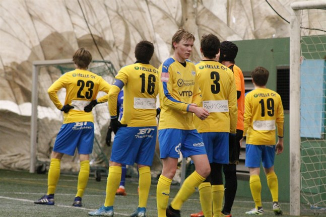 Lukas Sigg är en av Krafts unga spelare som fått mycket speltid i vinter. På lördagen blev det en ny förlust för ett ungt Kraft i Björneborg.