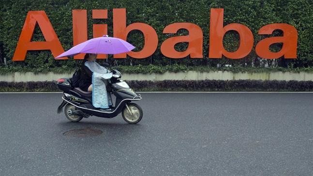 Den kinesiska e-handelsjätten Alibaba tvingas betala motsvarande 23,7 miljarder kronor i böter för att ha missbrukat sin dominerande ställning på marknaden. Arkivbild.
