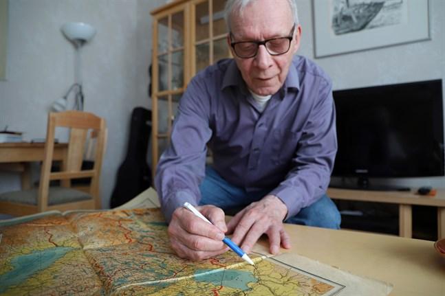 Leif Skinnar letar upp Jandeba på en gammal karta. Mellan Ladoga och Onega ligger den. Man ska över floden Svir för att komma fram till bifloden Jandeba.