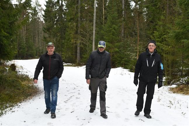 Karl-Gustav Norrgrann, Lars Sandgren och Bjarne Friman säger att Öjskogsspåret är i flitig användning året runt. Nu ska spåret förbättras.