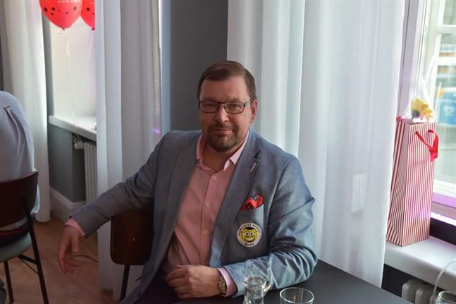 Michael Oksanen på SFP:s valvaka i Åbo 2019. Arkivbild.