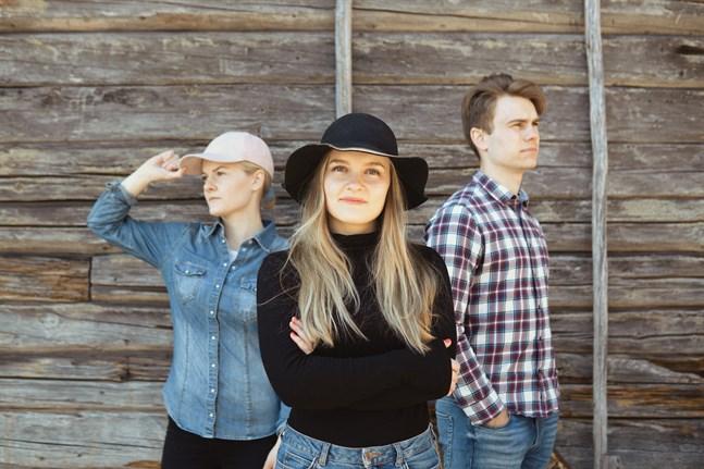 Tillsammans är (från vänster i bild) Ebba Åström, Mindy Svenlin och Max Åström The Haralds.