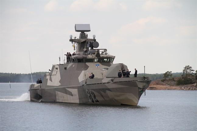 Robotbåten Hanko av så kallad Hamina-klass är ett av den finska marinens fartyg som har rustats med undervattenssystem.