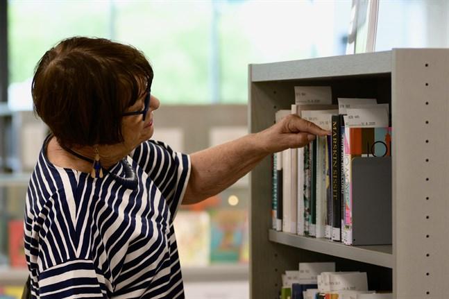 Bibliotekstjänsterna är den mest uppskattade offentliga servicen i Finland. Arkivbild från Birkala bibliotek.