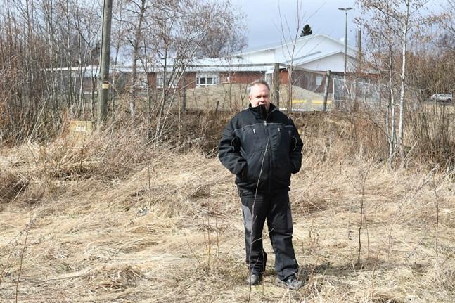Johan Prinsén, ordförande i Pjelax byaråd, säger att det finns mycket arbetsfolk i Pjelax som behöver någonstans att bo.