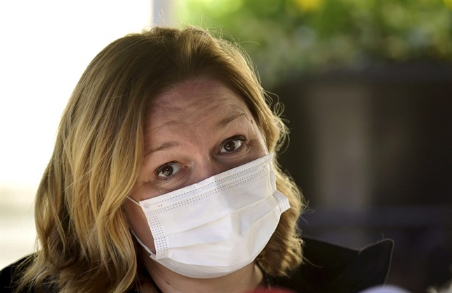Familje- och omsorgsminister Krista Kiuru anser att det är ett stort bakslag att Johnson & Johnsons coronavaccin inte levereras till Europa som planerat.