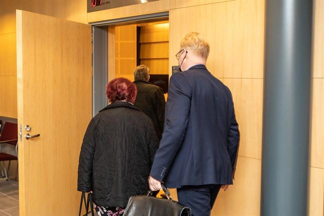Ett fall gällande snussmuggling prövas i Österbottens tingsrätt i Jakobstad.