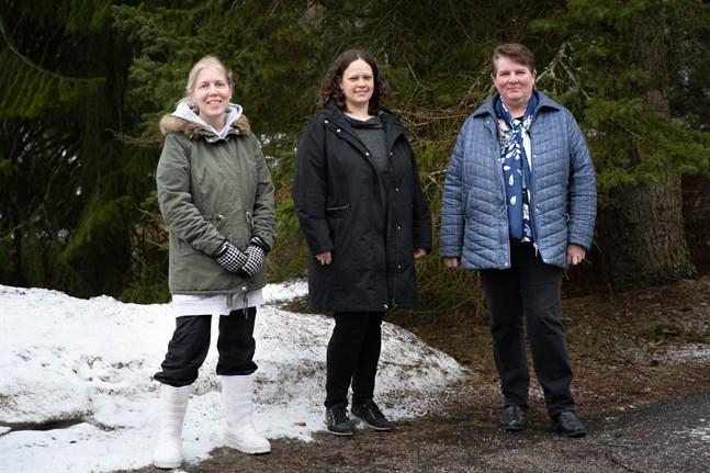 Anna-Katariina Sundberg, familjearbetare, Johanna Skarper, vikarierande omsorgsdirektör, och Susanne Nygård, socialarbetare inom barnskydd och familjeservice vill finnas som stöd för kommuninvånarna.
