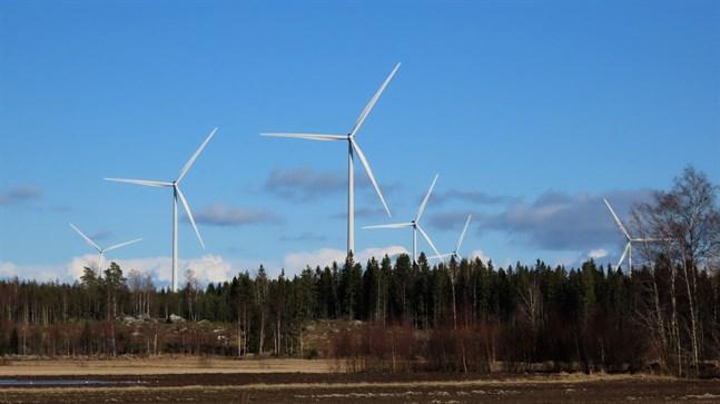 Bit för bit slukas det österbottniska landskapet av vindkraftsparker. Fastlandet är förlorat men än kan vi rädda skärgården och havet från vindkraftverk och från en bro över Kvarken, skriver Hans Hästbacka.