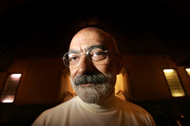 Den turkiske författaren och journalisten Ahmet Altan ska friges efter att ha suttit fänglad i fyra år. Arkivbild.