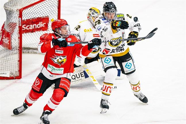 Janne Keränen gjorde två mål i tredje perioden och såg till att hoppet lever för Sport.