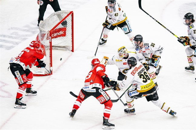 Janne Keränen nätade två gånger från nära håll i tredje perioden.