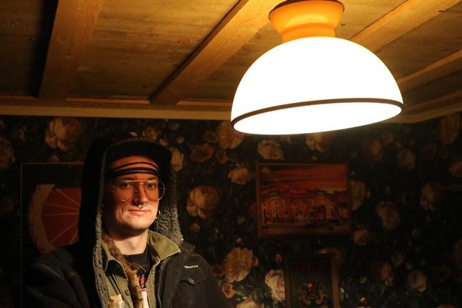 Som deltagare i rymningsspelet får man se hur det ser ut i Black Sheep pubs källare. Rummen är späckade med ledtrådar, berättar delägare Ron Rönnqvist.