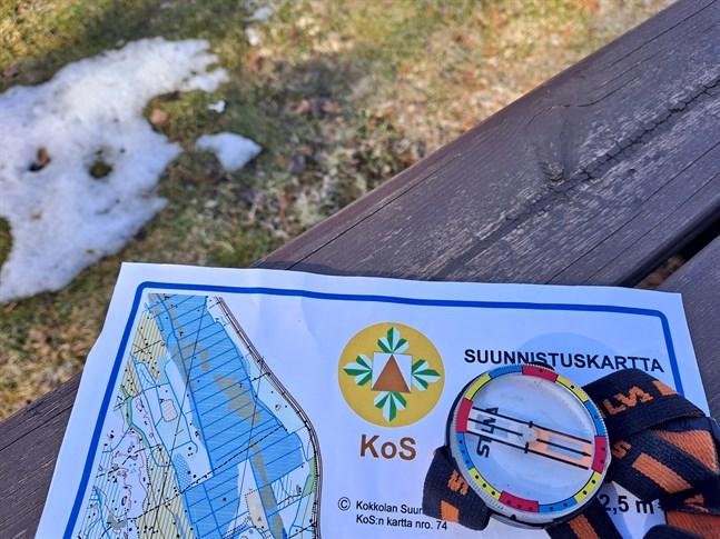 Orienteringskartan till Måndagsbommen kan man skriva ut själv, hämta från Intersport i Karleby eller av Timo Ronkainen.