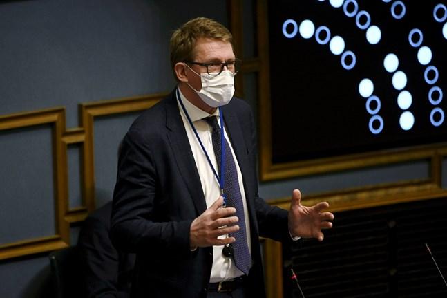 Finansminister Matti Vanhanen fick försvara regeringens ekonomiska politik under riksdagens frågetimme på torsdagen.