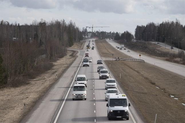 """""""Även om övervakningen prioriterar huvudvägarna så utförs trafikövervakning även i tätorterna"""", säger polisinspektör Heikki Ihalainen vid Polisstyrelsen."""