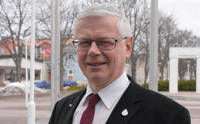 I mitten av mars rapporterade Nya Åland att vice lantrådet Harry Jansson (C) vägrat svara på JO:s frågor.