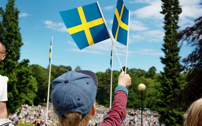 Många svenska bolag väljer att inte flagga svenskt i Finland.