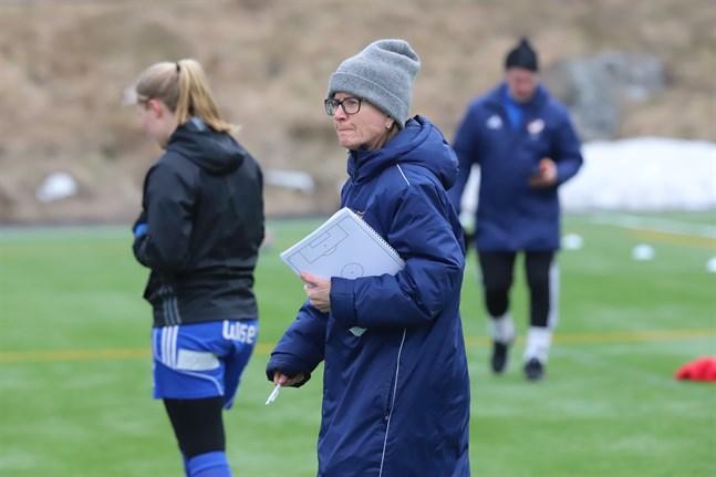 Camilla Ackerfors hann jobba drygt fyra månader som ansvarig tränare för Vasa IFK:s division 1-lag.