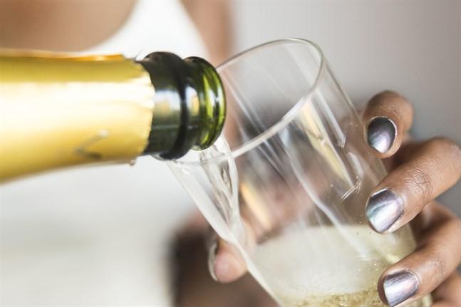 Bara dryck från den franska regionen Champagne får ha namnet på flaskan.