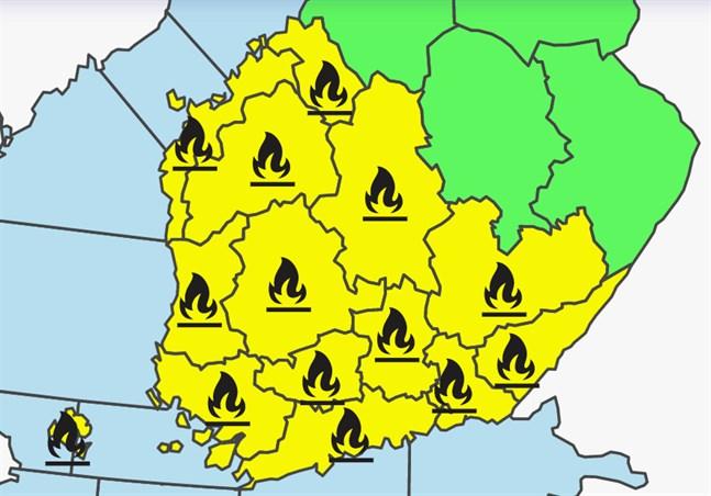 Enligt Meteorologiska institutet råder varning för gräsbrand i Österbotten från och med tisdag. Räddningsverket uppmanar redan nu till stor försiktighet med eld i skog och mark.