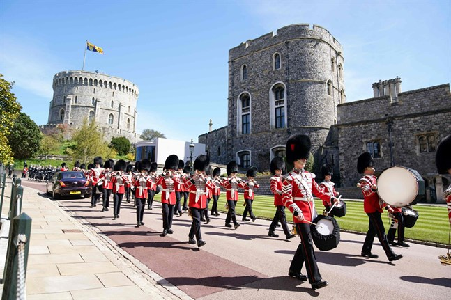 Militären marscherar.