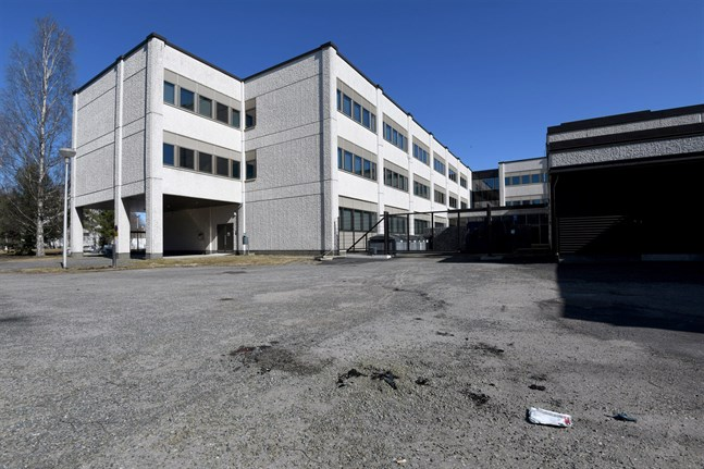 En kvinna avled på lördagsförmiddagen i Karleby. Händelsen inträffade på Salutorget i närheten av stadshuset.