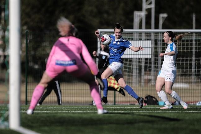 Tanja Ali-Marttila, här hemma mot RoPS, gjorde sitt andra mål för säsongen.