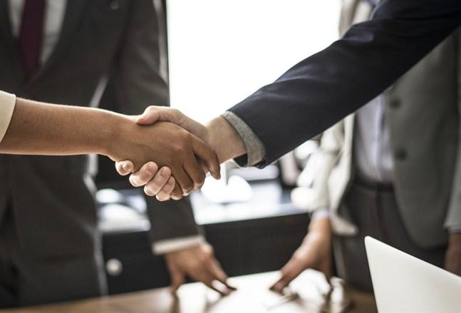 Endast 27 procent av tradenomerna anser att arbetsgivarens och arbetstagarens förhandlingspositioner är jämnstarka.