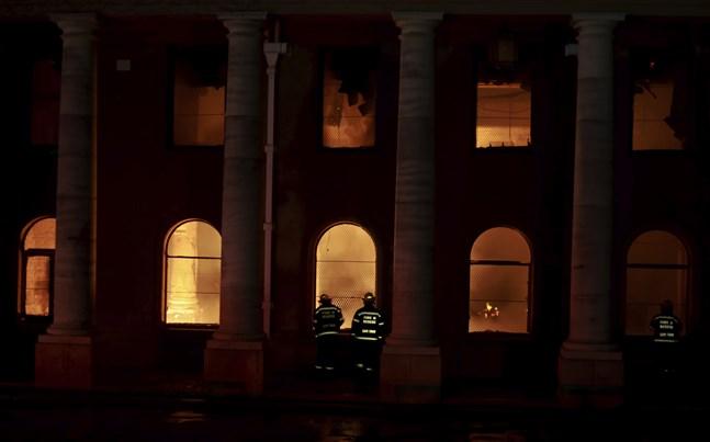Kapstadens universitetsbibliotek skadades svårt i branden.