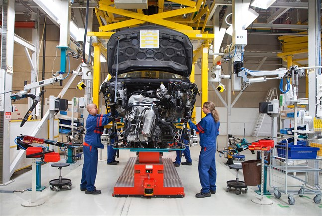 Valmet Automotive anställer tusen nya arbetstagare.