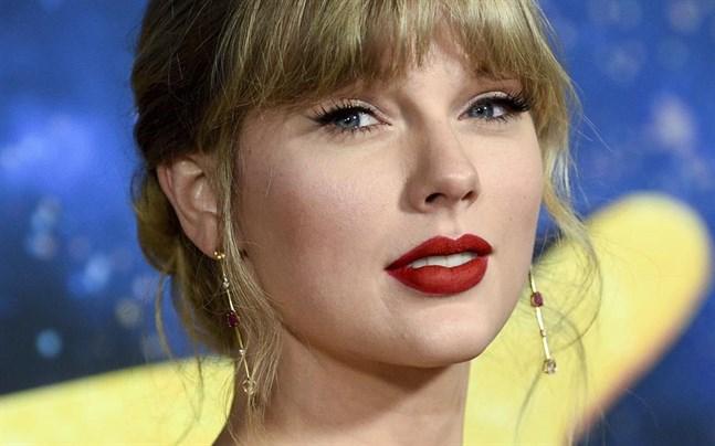 Taylor Swift har haft inbrott i sin lägenhet av en stalker.