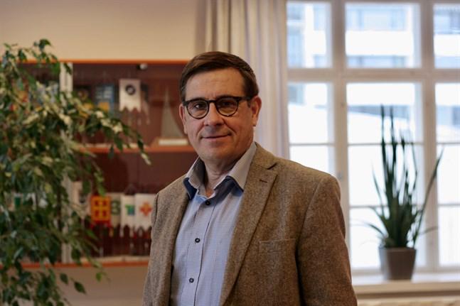 För tillfället fungerar Kaj Suomela som landskapsdirektör i Österbotten.